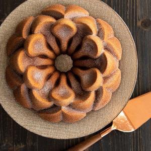 Forma Nordic Ware Magnolia Bundt